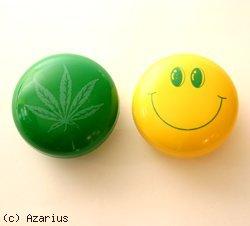Moulins à Herbes cannabis Grinder à feuille ou smiley plastique